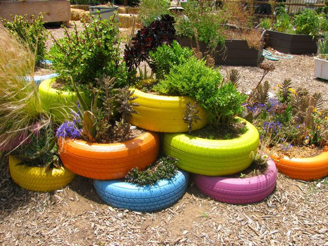 How-to-Decorate-Your-Garden-with-Tires-5